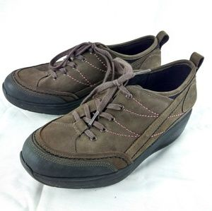 05862c640c06 MBT Shoes - MBT Wwomens 8-8.5M Brown Suede Walking Shoe 160-14